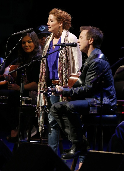 Kathleen Edwards and Colin James performing together.  CARAS/iPhoto