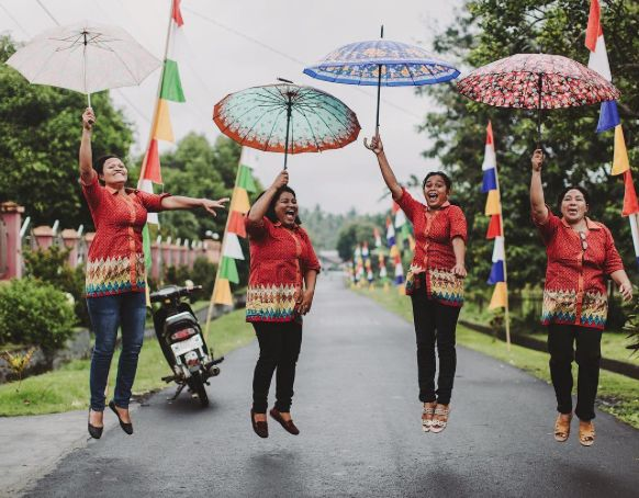 Channeling their inner Mary Poppins, these staff members at Nita Child Development Center (ID304) in Tobelo, #Indonesia are practically perfect in every way. #Rain or #shine their bright smiles and big hearts are lighting up the lives of the 340 children in our #childsponsorship program and 50 mommas in our #childsurvival program in their community. Thank you Nova, Mona, Dorci and Rodis for investing in the futures of the next generation in Indonesia!!