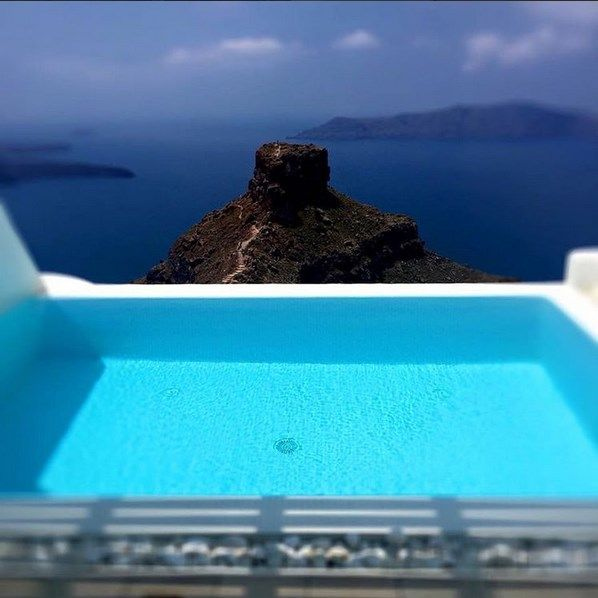 Most Suites in #AstraSuites have their own private swimming pool and #Jacuzzi. Make yourself a present. Visit Astra Suites and live an unprecedented experience! #ADayatAstraSantorini http://blog.tresorhotels.com/en/secrets/hotels/1380-adayatastrasantorini-mia-mera-sto-astra-suites-sth-santorinh-me-ton-general-manager-giwrgo-karagiannh