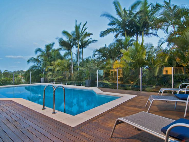 Geometric pool design using glass with decking & outdoor furniture setting - Pool photo 729451