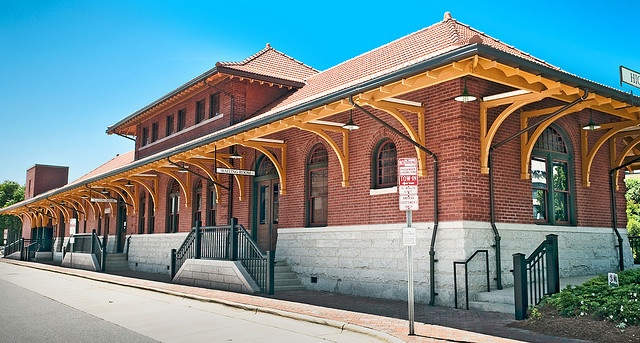 High Point Train Depot (1907), 100 West High Avenue, High Point, North Carolina by lumierefl, via Flickr