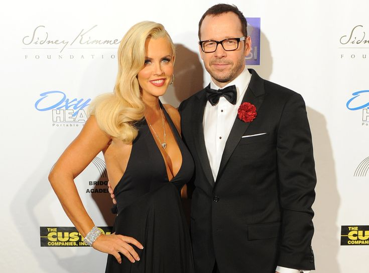 Jenny McCarthy is engaged to Donnie Wahlberg! ♥ Congrats to the happy couple!