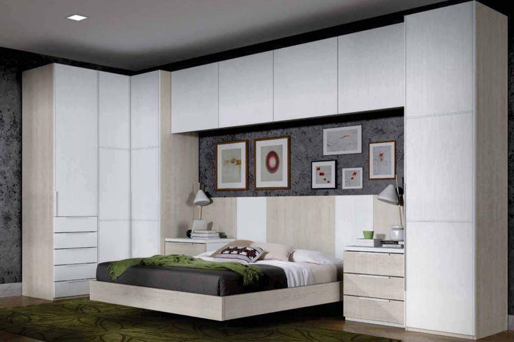 Dormitorio de matrimonio con armario de rinc n angular con for Closet para cuartos matrimoniales