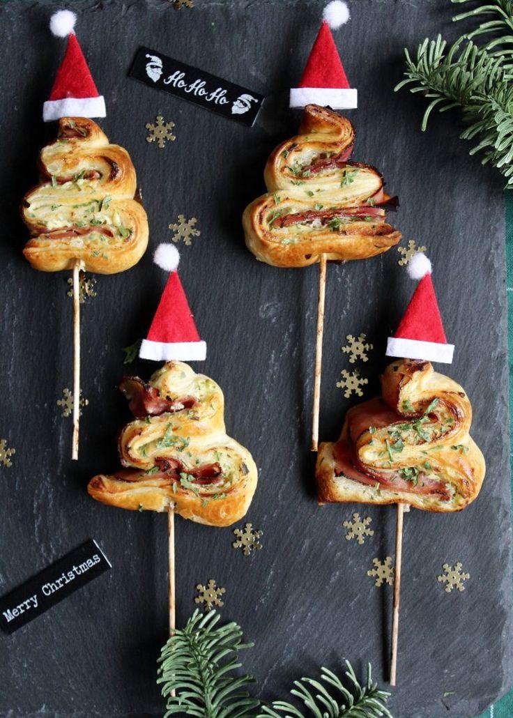 Ihr Lieben ❤️ Feine Süppchen, winterliche Salate oder auch Fingerfood sind der perfekte Auftakt fürs Festessen. Wie wäre es mit diesen Blätterteig Tannenbäumchen und Weihnachtsmütze ? Die hübschen …