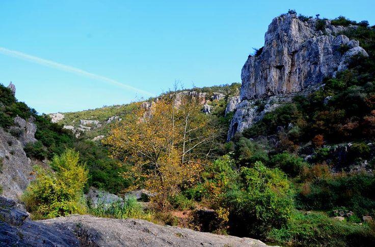 Ballıkayalar Tabiat Parkı - Gebze - Kocaeli  Doğal güzellikleriyle her mevsim farklı güzelliğe bürünen Ballıkayalar Tabiat Parkı, şelaleleri, mağaraları, yürüyüş parkurları ve dik tepeleriyle şehir stresinden uzaklaşmak isteyen doğa tutkunlarına alternatif sunuyor.