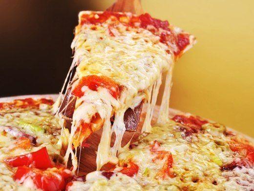 Тесто для пиццы    Пицца: 3 моментальных варианта теста и 7 лучших начинок  1. Кефирное 1 стакан кефира 2-2,5 стакана муки (или сколько возьмет тесто) 1 яйцо 1 ст.л. растительного масла без запаха ½ …