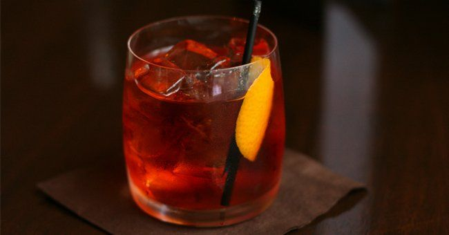"""The Negroni and the Boulevardier are both bitter, nuanced, boozy and beloved, but the former has exploded in popularity while the latter is still relatively obscure. Image by <a href=""""https://www.flickr.com/people/54359128@N00"""" target=""""_blank"""">Geoff Peters</a> via Wikimedia Commons."""
