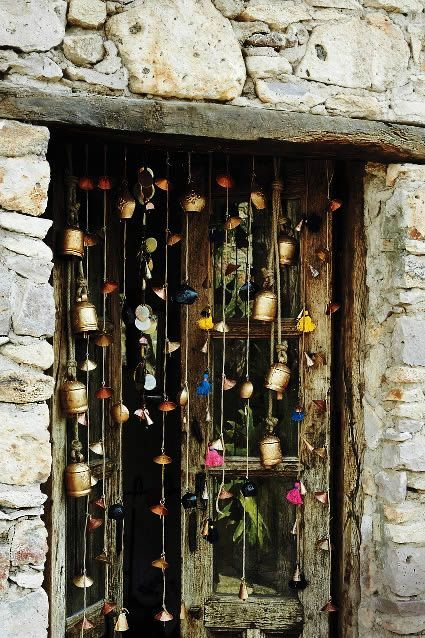 dzwoneczki - z różnych końców świata - w wejściu na taras