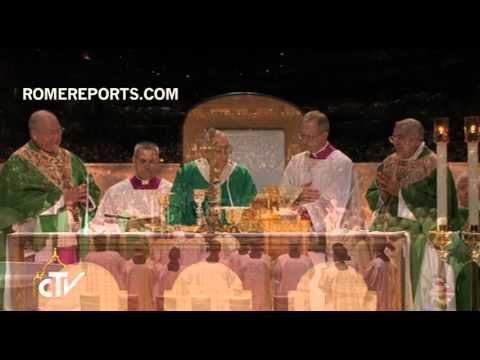 Impressive Choir sings during Papal Mass in Madison Square Garden