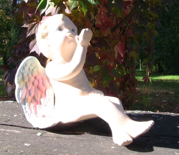 Size of small ceramic angel is about 16 cm. Angels are suitable for the garden or even as a decoration for the grave - colors remain the same despite the rain and the sun.