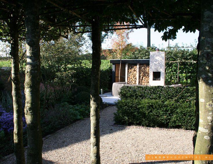Tuin idee De Rooy Hoveniers stadstuin tuin van het jaar 2014 houthok buitenhaard hondenhok border Woudrichem
