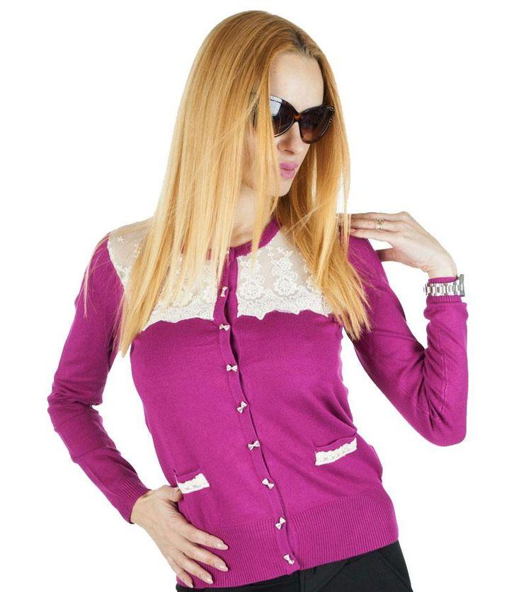 Pulover Dama Sensei  Pulover dama din material fin, ce poate fi purtat atat in sezonul rece cat si in cel cald. Design modern, stil cardigan, ce ve va pune in valoare orice tinuta.  Detaliu - insertie fina de dantela si matase, ce ii confera un plus de eleganta si stil.     Lungime: 56 cm  Latime talie: 39  Compozitie: 45% Lana,35% Acryl,15% Elasten,5% Matase