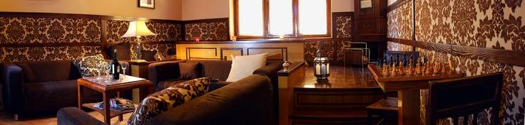 Hostel Deco è un ostello molto elegante a Cracovia: gli interni art deco danno la sensazione d'esser ospiti in un lussuoso appartamento della borghesia polacca. Tappeti persiani, arazzi, tv a schermo piatto, ricercati abat jour, tutto concorre a rendere l'esperienza di soggiorno indimenticabile. Nella bella stagione si può godere del magnifico giardino con tanto di barbecue. Prezzi da 11€.    INFO: http://www.hostelsclub.com/hostel-it-3064.html
