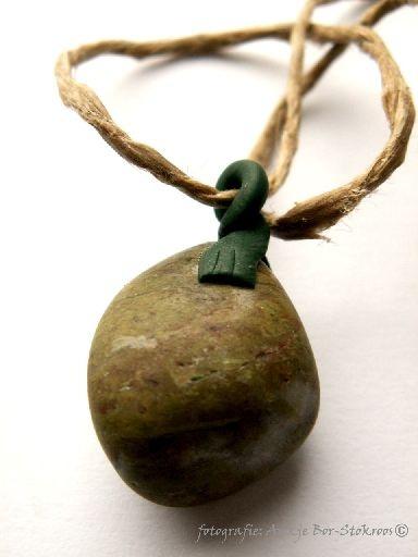 hanger met gevonden steen zelf maken