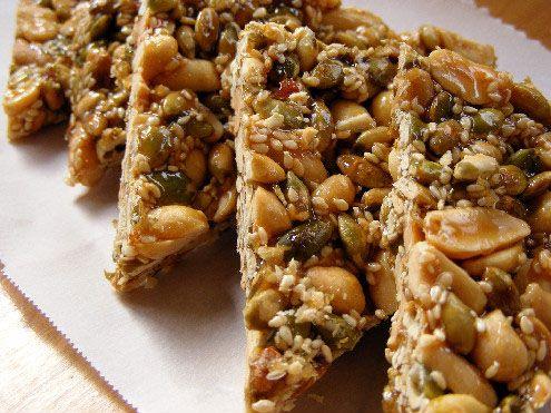 palanqueta....– Palanquetas de cacahuate. Este dulce se mezcla con piloncillo para darle consistencia y forma. Se dice que Pancho Villa siempre viajaba con palanquetas para el camino.