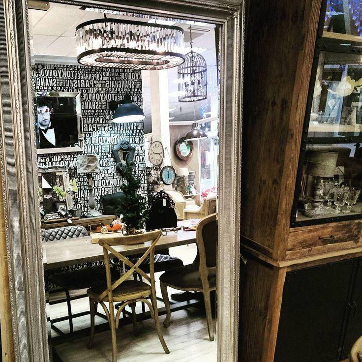 Огромное зеркало в изящном багете с фацетом можно повесить,а можео,просто,прислонить к стене и расширить пространство минимум на треть! #зеркало #зеркаловинтерьере #интерьер #дизайнинтерьера #lartdomestique