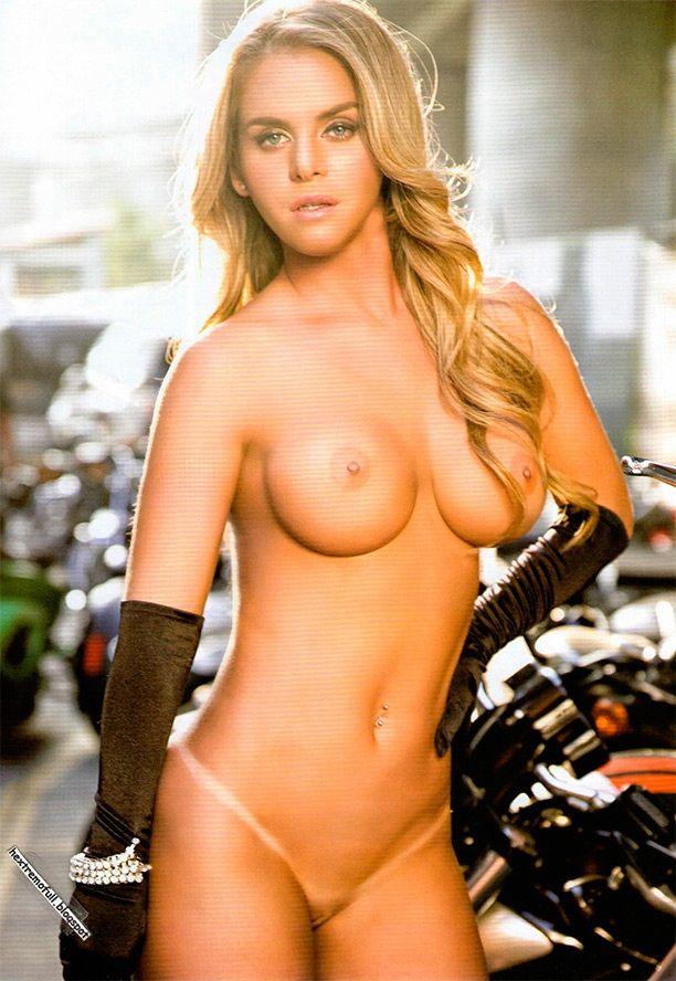 Gabriella Hall desnuda - Fotos y Vídeos -