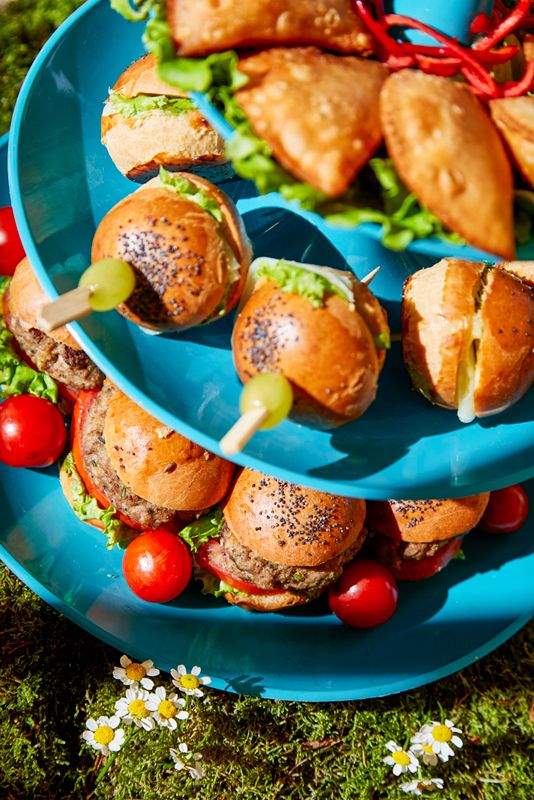 Bring the party outdoor – #ARIAFineCatering will pamper all guests with a fresh picnic-themed menu set at your balcony or garden! #picnic #catering