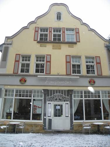 Pension Amplonius Erfurt Situated in the Old Town of Erfurt, Pension Amplonius offers free WiFi access. The family-run guest house also offers a restaurant with a beer garden.
