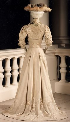Jeanne Hallee dress ca. 1905 (back view) | Royal Museums of Art and History