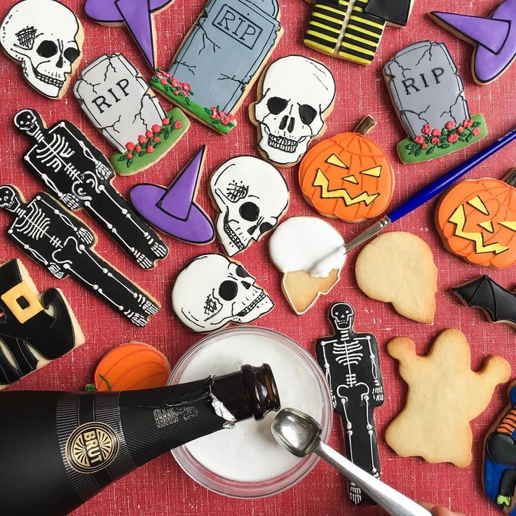Here's a Halloween trick AND treat! The trick? Add a touch of #Freixenet Cava to your cookie icing and watch it bubble! The treat? Pair these spooky Halloween cookies with a goblet of the bubbly for yourself and your friends. Tag someone you'd like to drink and decorate with! @freixenetusa #sponsored