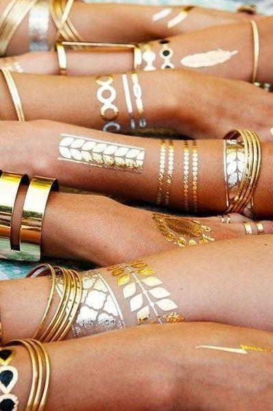 .Coachella-Style: Gold Tattoos selber aufmalen > Kleine Zeitung