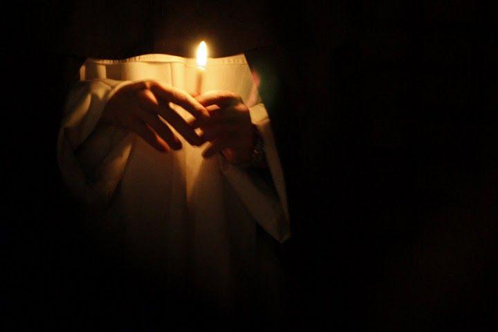 Roraty na Służewie (fot. br. Mariusz Skowroński OP). #służew #roraty #warszawa #dominikanie #brat #świeca #światło #noc #adwent