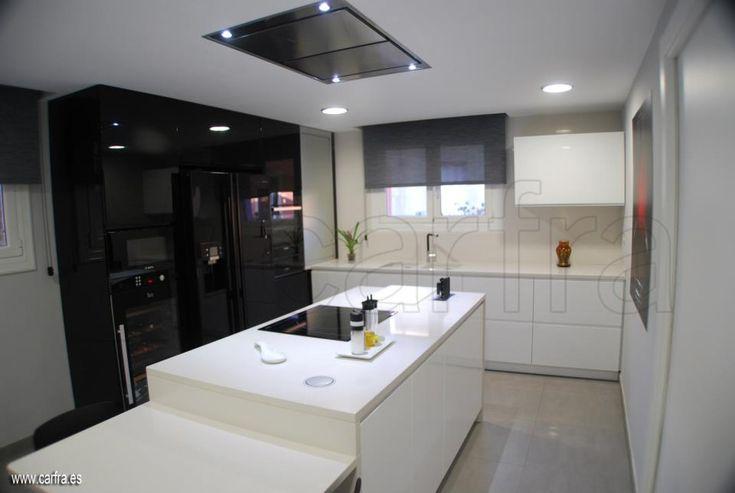 Dise o de cocina realizado por cocinas carfra con campana for Campana extractora de techo