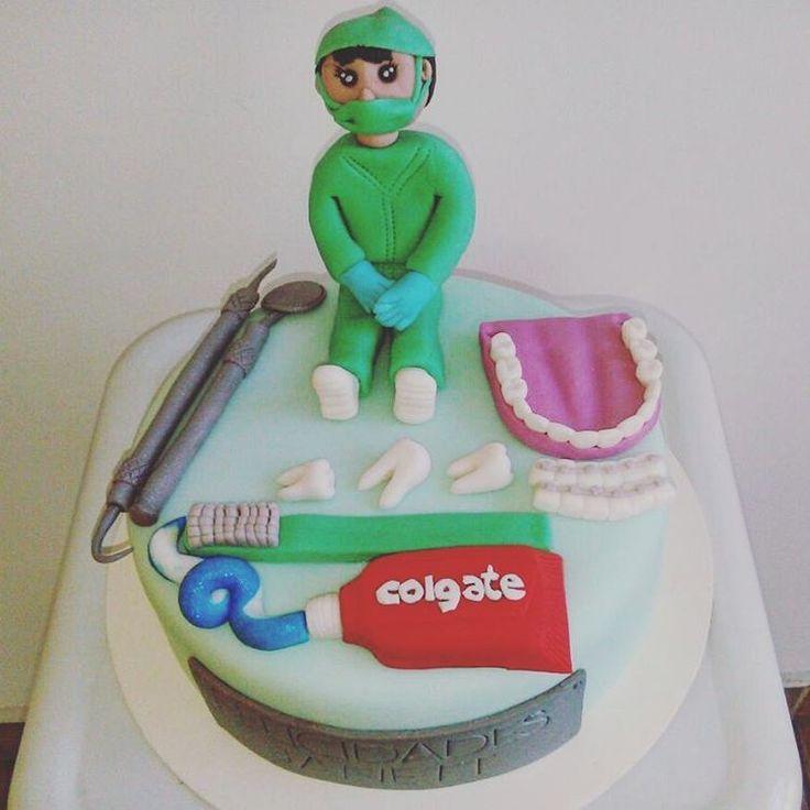 """Pastel Odontologa! #dentist #tooth #odontologia #doctor #fondant #fondantcake #cake #fondantart #instacake #cakestagram #cakedecorating #cakedesign…"""