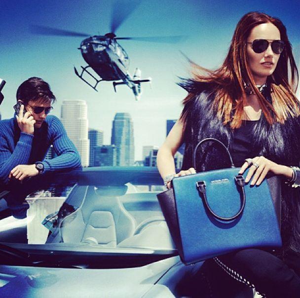 Michael Kors 2013/14 Sonbahar/Kış koleksiyonunda Karmen Pedaruve ve Simon Nessman var. İkilinin ajanı canlandırdığı reklam kampanyasının Bond-vari havası gözümüzden kaçmadı ;) #markafoni #fashion #instafashion #style #stylish #look #photoshoot #design #designer #bestoftheday #white #red #girl #model #bestagram #dress #michaelkors #karmenpedaruve #celebrity #simonnessman