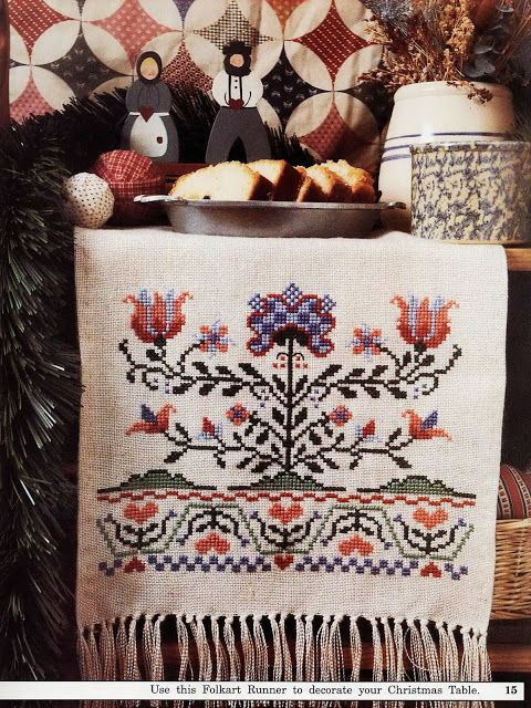 Lovely heart things: embroidered towel in the style of the Dutch Folkart from Pennsylvania