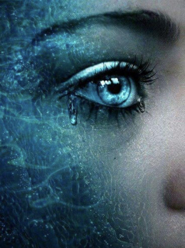 Картинка глаз со слезой