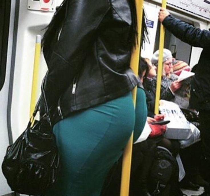 Terríveis flagrantes no metrô. Fotos inusitadas. Veja você mesmo.    Tem de tudo no trem do submundo
