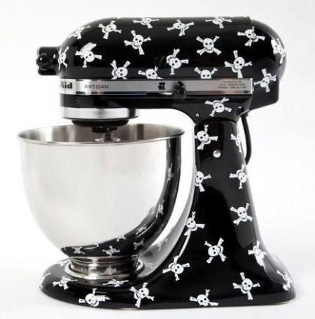 I want this bad boy soo bad! Kitchen Aid Stand Mixer Black with Skulls and Crossbones