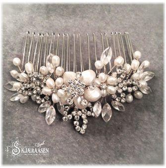 Hårpynt med perler og krystaller på hårkam ca 9 cm