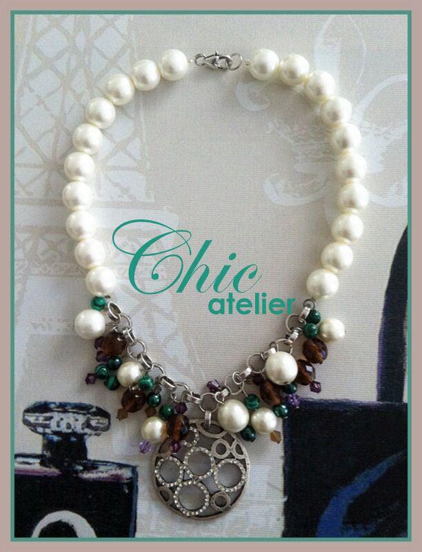 Collar perlas y charms