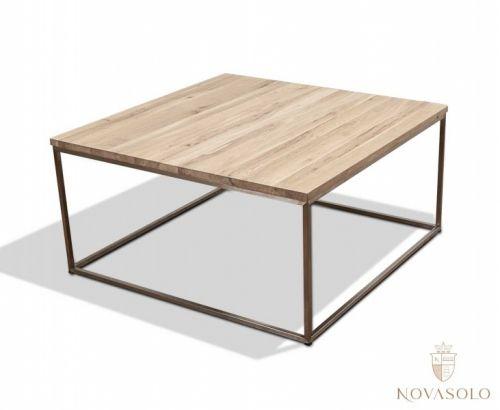 Stilrent og moderne New Amsterdam sofabord med understell i børstet rustfri stål og bordplate i oljet lys eik. Bordets lyse og pene bordplate og den luftige utformingen gjør at bordet passer perfekt i en moderne hjem og spesielt hos dem som ønsker en minimalistisk stil!