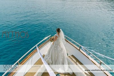 Bride on board - love this photo #weddingphotos_bride