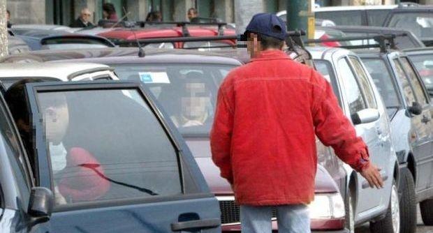 Napoli, parcheggiatore abusivo trova  e restituisce ad imprenditore 850 euro