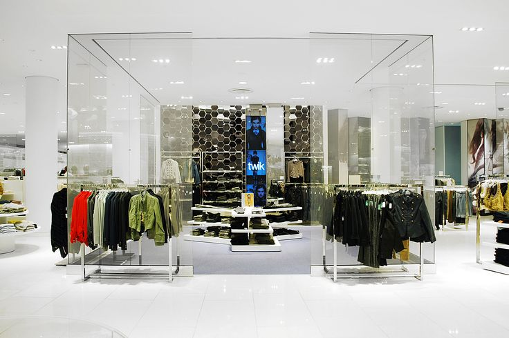 LEMAYMICHAUD | Design | Architecture | Interior Design | Simons | Display design | Commercial space | Lighting | Shopping | Clothes | Fashion | Women | Mirror Tiles | Architectural Glass