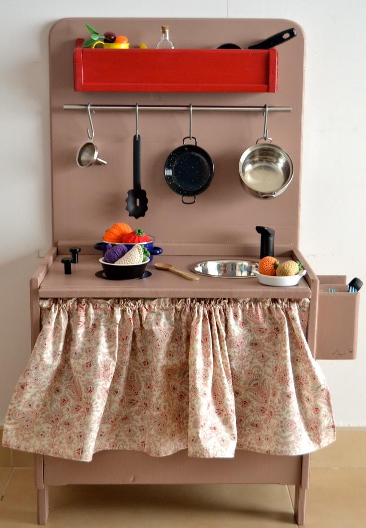 Wooden Toy Kitchen (www.macarenabilbao.com)