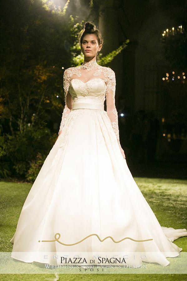 Attento ai principali trend del mondo #wedding, in questo modello Enzo #Miccio sceglie un pregevole effetto tattoo su abito a maniche lunghe. Scopri la Bridal Collection 2016 su http://www.piazzadispagnasposi.it/collezioni/sposa/enzo-miccio-abiti/