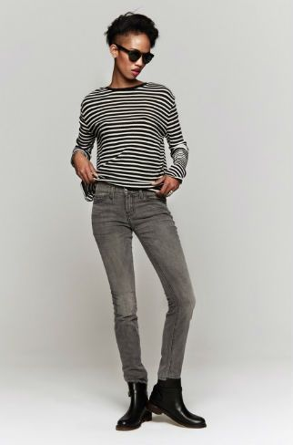 7 Secrets to Wearing Jeans Like French Women: Match a Chic Striped Top With Slim Jeans
