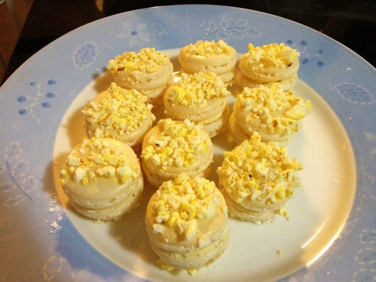 Buttered popcorn macarons