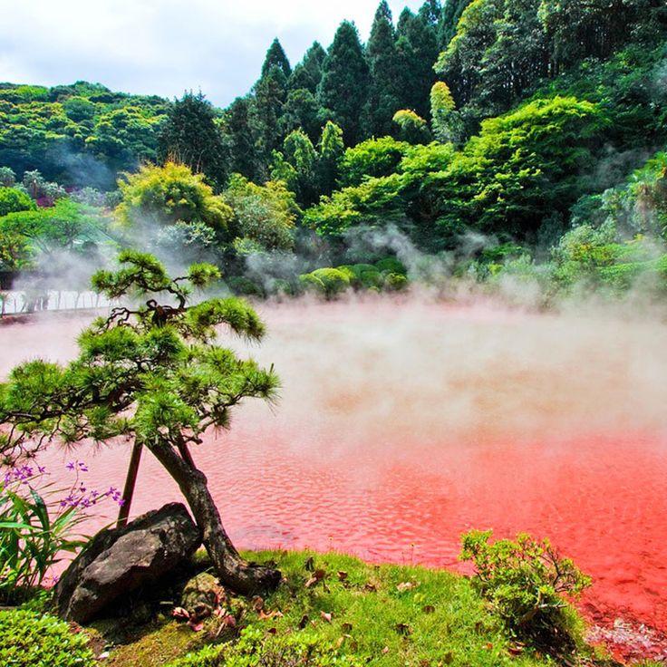 Chinoike-Jigoku Hot Spring, Beppu, Japan / Горячий источник Чиноике Дзигоку, Беппу, Япония