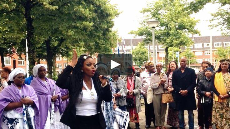 Een fragment van Kizzy's gedicht 'Supervrouwen' tijdens de Nationale Dag van Besef op het Surinameplein in Amsterdam. Kizzy is a…