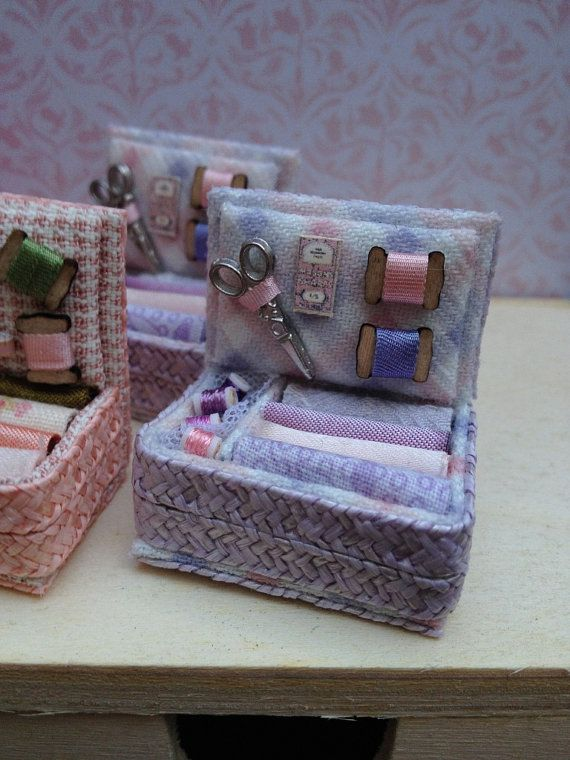 Sewing box mesures aprox. 3x2x3cm materials: hat straw, fabric, thread, cardboard  It is a miniatures for dollhouses. 1:12 Scale. It is not a toy for children.   Handcrafted MaggysWorks Sewing Room / Haberdashery Shop Accessory