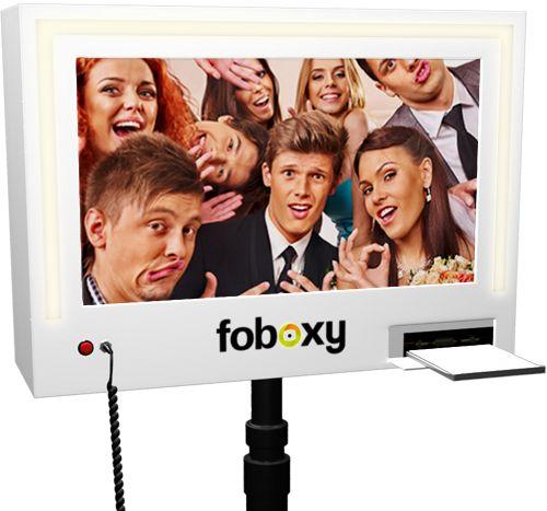 Günstig Fotobox mieten - für nur 298€ für ein ganzes WE inklusive Requisiten, Fotodruck Flatrate, USB-Stick| foboxy