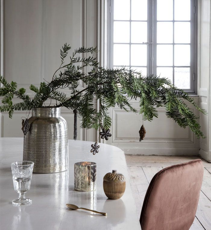 Christmas Decorating Trends 2020 Colors Designs And Ideas Elegant Christmas Decor Affordable Christmas Decorations Scandinavian Christmas Decorations