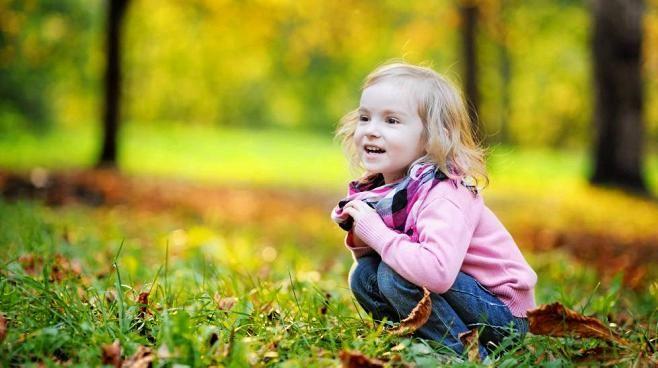 Kuvitellaan, että eteesi tupsahtaa lampun henki, joka antaa sinun toteuttaa yhden lapsiasi koskevan toiveen. Mikä se olisi? Monen vanhemman vastaus on, että lapsestani kasvaisi onnellinen aikuinen.  Ihan hyviä vinkkejä onnelliseen lapsuuteen.